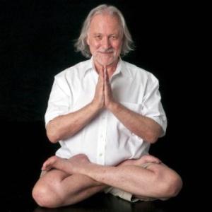 Alan-Finger-Padmasana1